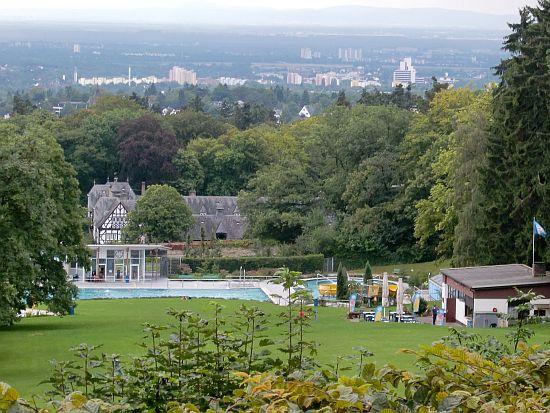 Blick von der Terrasse des Bürgelstollen in Kronberg