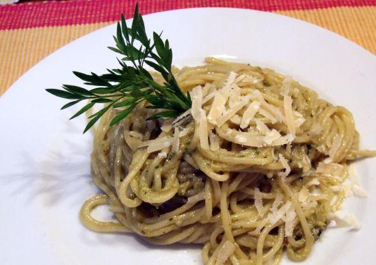 Foto: Pesto mit grünem Spargel und Walnüssen
