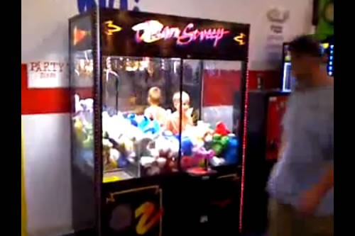 kids stuck in claw machine
