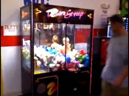 kids stuck in claw machine