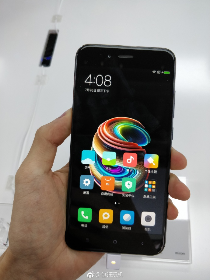 Xiaomi Mi 5X in hand specifications
