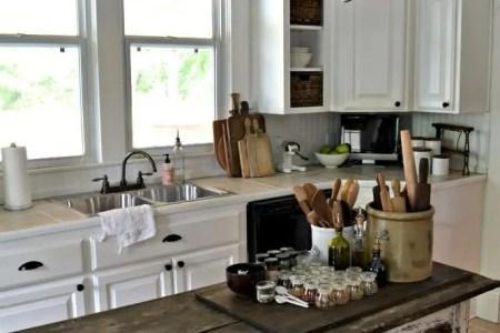 cozy and chic farmhouse kitchen decor ideas 19