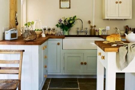 cozy and chic farmhouse kitchen decor ideas 26 554x740