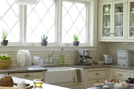 cozy and chic farmhouse kitchen decor ideas 27