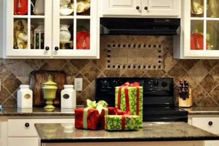 cozy christmas kitchen decor ideas 30
