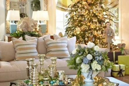 dreamy christmas living room decor ideas 35