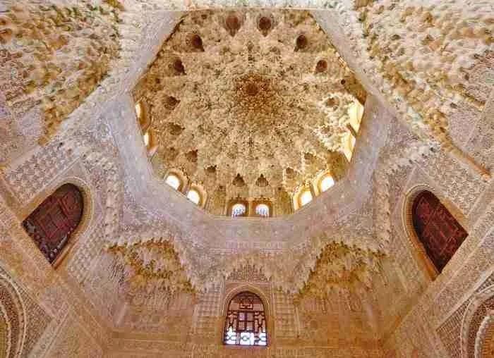 Αίθουσα των δύο αδελφών, Ισπανία