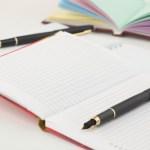 fundo-de-escritorio--branca--notebook--plano-de_3293824