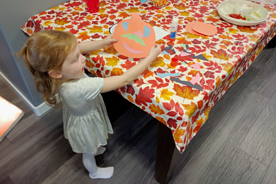 Thanksgiving with Discovering Parenthood 2016, making crafts