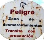 """Sign that says """"Zona de desmoronamientos"""""""