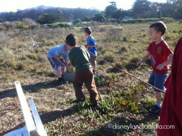 Niños con lazo - old.disneylandiaaldia.com