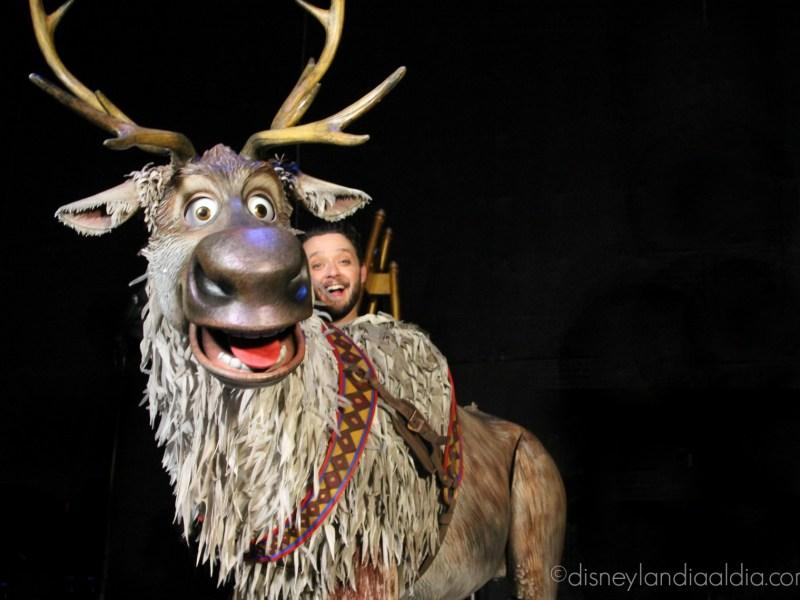 Dando Vida a Olaf y Sven: los Títeres del Nuevo Show Frozen - Live at the Hyperion - disneylandiaaldia.com