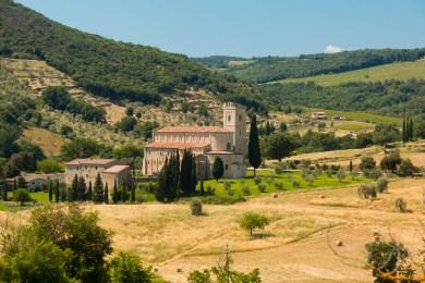Abbazia_di_Sant'Antimo_-_Castelnuovo_dell'Abate_-_Montalcino_-_Province_of_Siena,_Tuscany,_Italy_-_17_June_2013