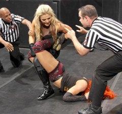 Natalya-Sharpshooter-Becky-Lynch-07072016