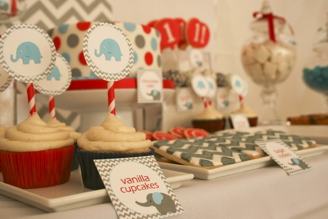 baby_elephant_boy_birthday_party_dessert_table_46