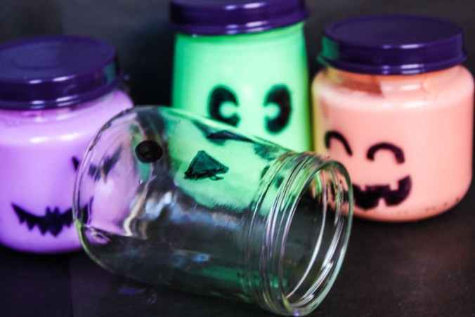 Create your own borax free Halloween Glow Slime with only 3 ingredients! Fun for everyone and great for non-candy halloween favors!