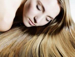 wanita cantik berambut panjang