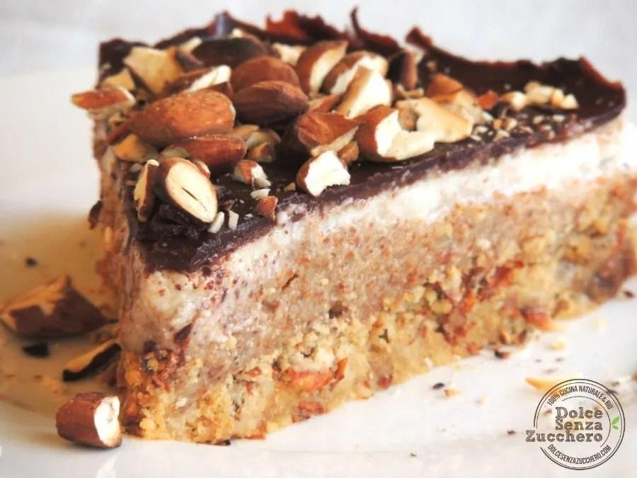 Torta al Burro di Mandorle Panna Mandorle e Cioccolato (2)