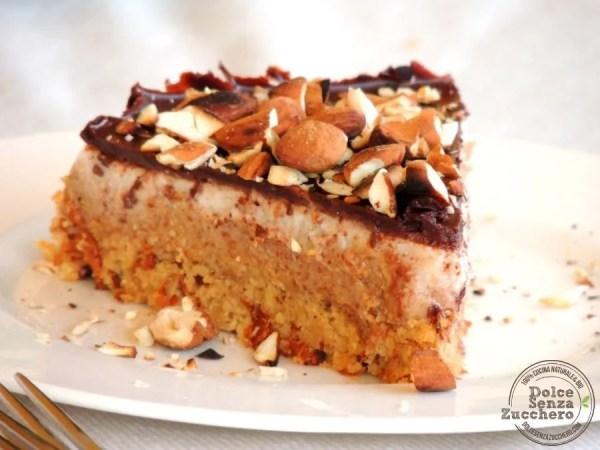 Torta al Burro di Mandorle, Panna, Mandorle e Cioccolato
