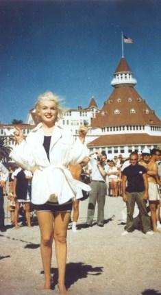 """Marilyn Monroe durante le riprese di """"A qualcuno piace caldo"""""""