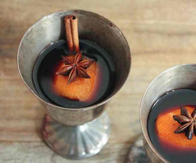 easy-mulled-wine-the-best-holiday-cocktail-1