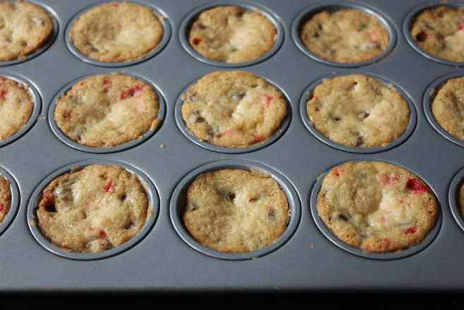 peppermint-chocolate-chip-blondie-bites-step-9