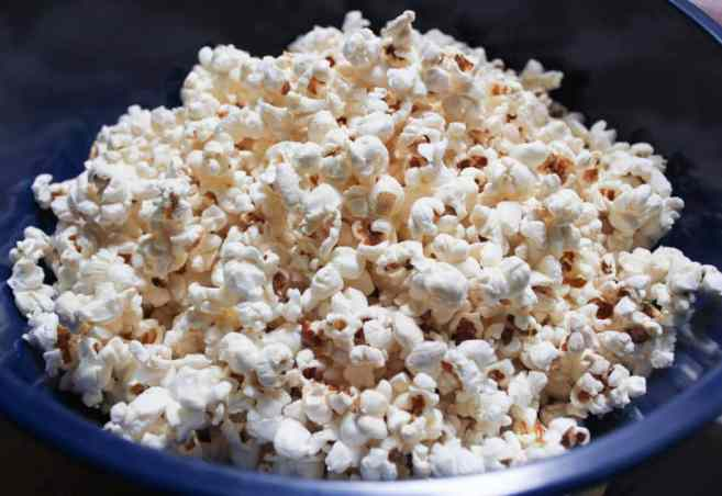 vegan-dark-chocolate-chipotle-stovetop-popcorn-step-3