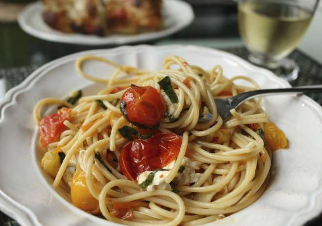 spaghetti-with-cherry-tomatoes
