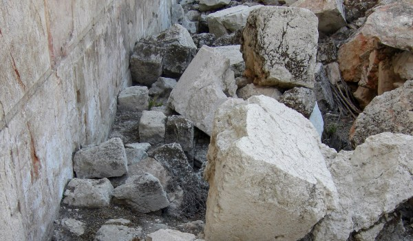 Excavated stones from the Wall of the 2nd Temple (Jerusalem)