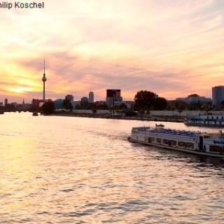 spree, gesehen von der oberbaumbrücke, berlin friedrichshain