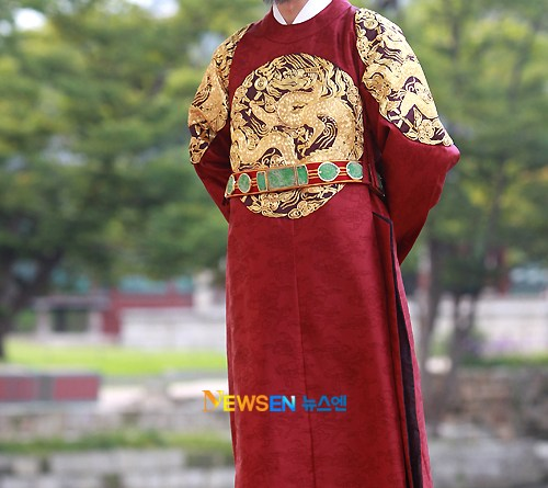 Han Seok-kyu as King Sejong
