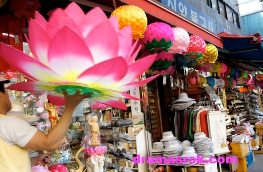 Jongno Buddhist shops
