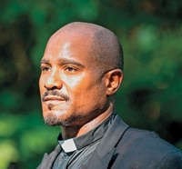 First Look at Seth Gilliam as Father Gabriel Stokes in The Walking Dead