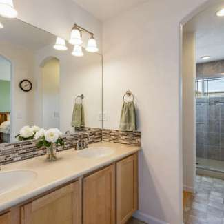 Top shelf town home in Pioneer Hills!
