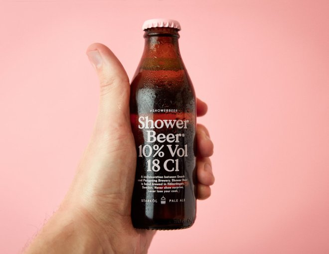 shower-beer_06_hand-holding-bottle