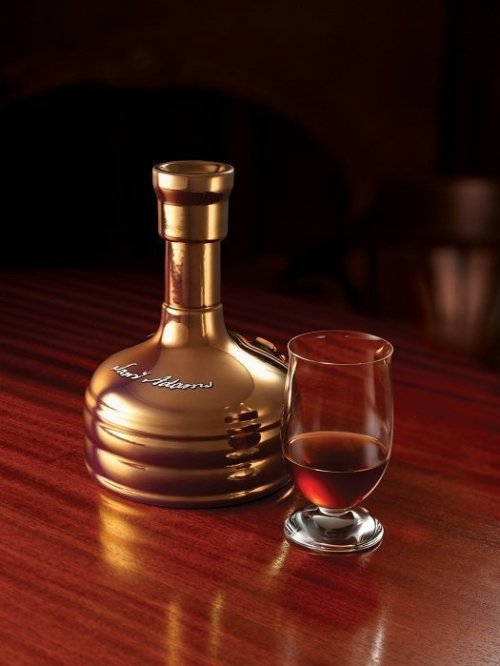 Utopias 8x10 no logo Review: Samuel Adams Utopias (2011 Release)