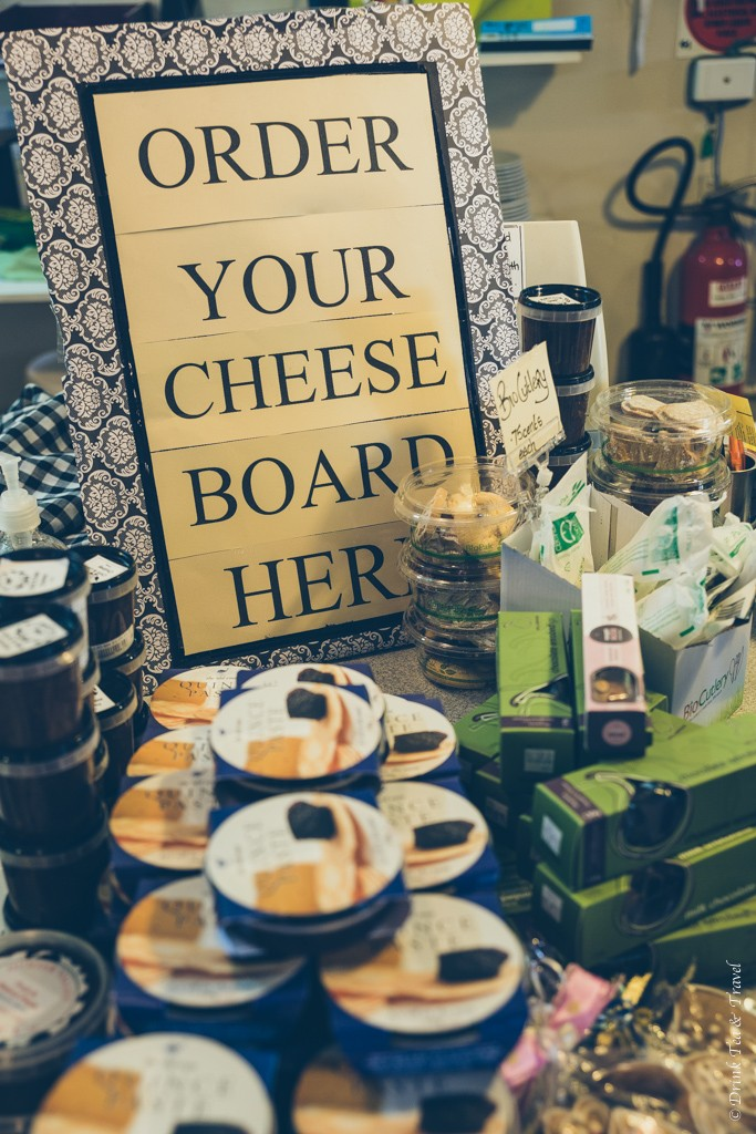 """Hunter Valley Cheese Factory offered a """"make your own"""" cheeseboard option"""