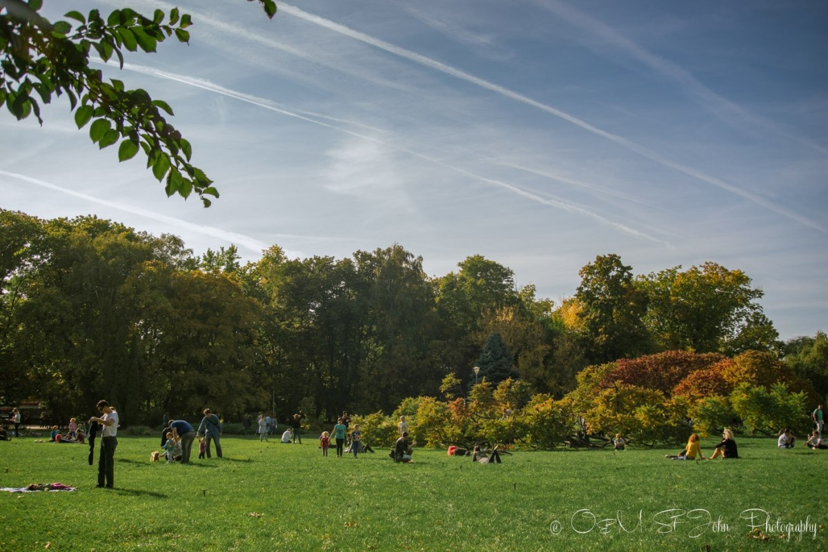 Park Herăstrău (Parcul Herăstrău) in the fall. Bucharest. RomaniaPark Herăstrău (Parcul Herăstrău) in the fall. Bucharest. Romania