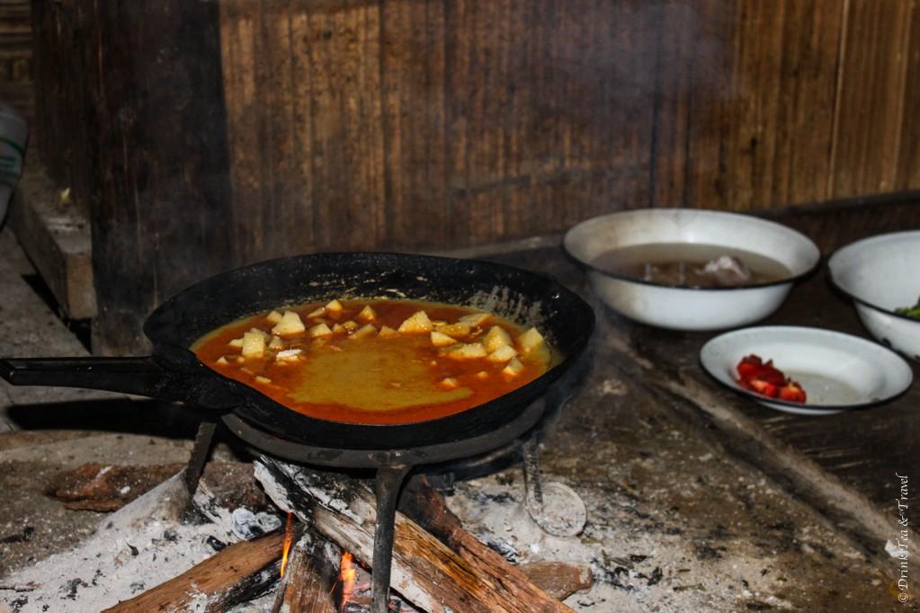 Massaman curry sizzling int he pan