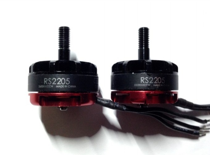 emax-rs2205-2300kv-2600kv-motor-side-by-side-768x584