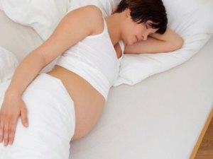 Cara Tidur Nyaman untuk Wanita Hamil