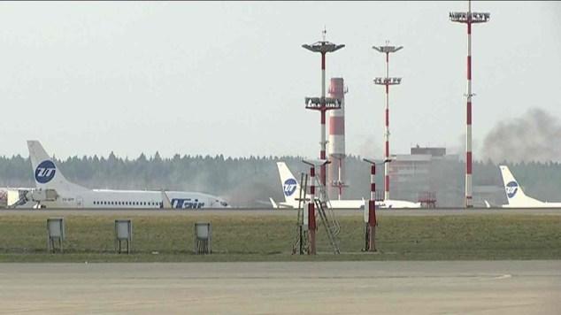 umaça no aeroporto de Moscou (Foto: Reprodução/GloboNews)