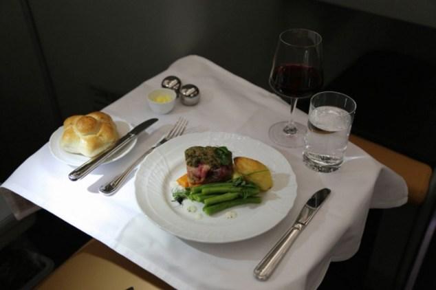 O sabor da comida pode mudar bastante no avião, mas isso não significa que ela é ruim (Alitalia)