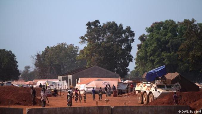 UN peacekeepers keep guard at shelter housing displaced people in CAR. (DW/Z. Baddorf)