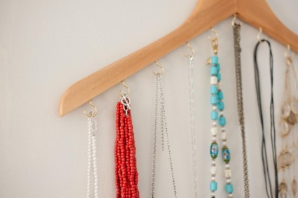 wood hanger necklace holder