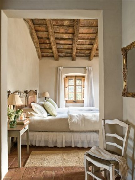 Mediterranean comfortable family farmhouse bedroom for Farmhouse guest bedroom
