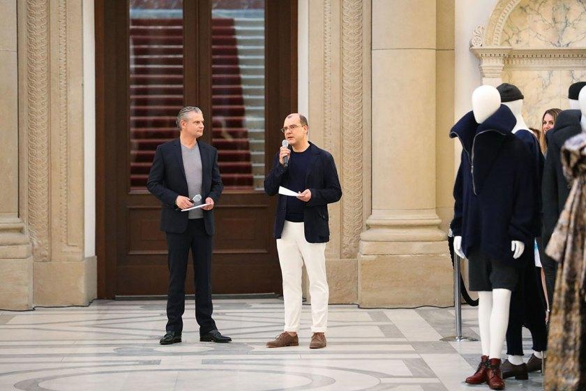Die Preisverleihung des European Fashion Award FASH 2017: Joachim Schirrmacher, Mitglied der Jury des European Fashion Award FASH 2017 (rechts) und Moderator Ingo Hoppe (links). Foto: © Bernhard Ludewig / SDBI