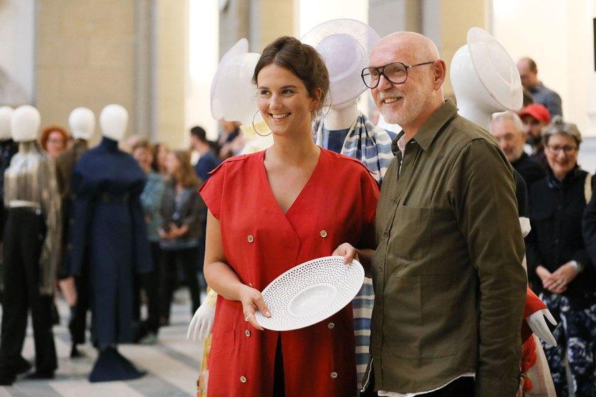 Lea Schweinfurth, 2. Preis Studierende European Fashion Award FASH 2017 mit Otto Drögsler, Creative Director Odeeh und Mitglied der Jury (von links) Foto: © Bernhard Ludewig / SDBI