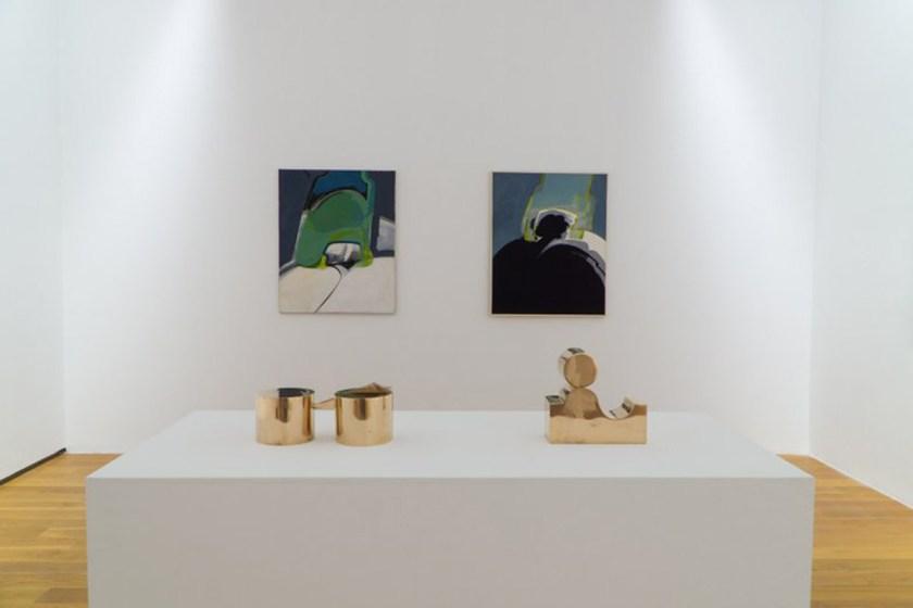 Vista de la sala de exposición, con esculturas móbiles, y primeras pinturas abstractas (1969-1971)Foto: ©MARCO/Enrique Touriño