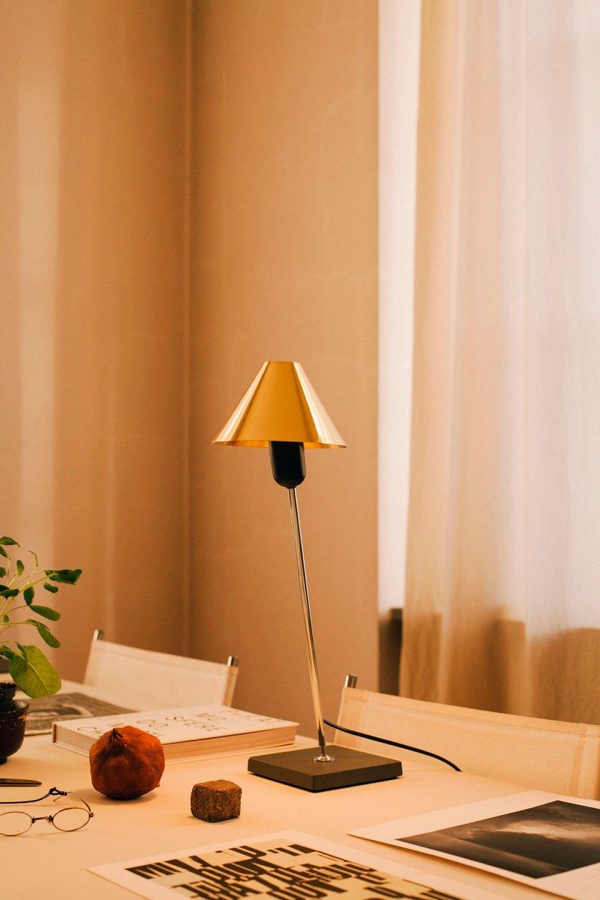Lámpara Gira. Imágenes cortesía de Santa&Cole